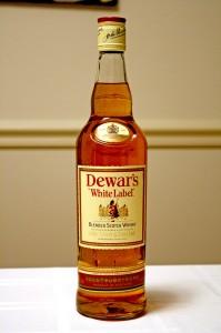 Bottle_of_Dewar's_whisky
