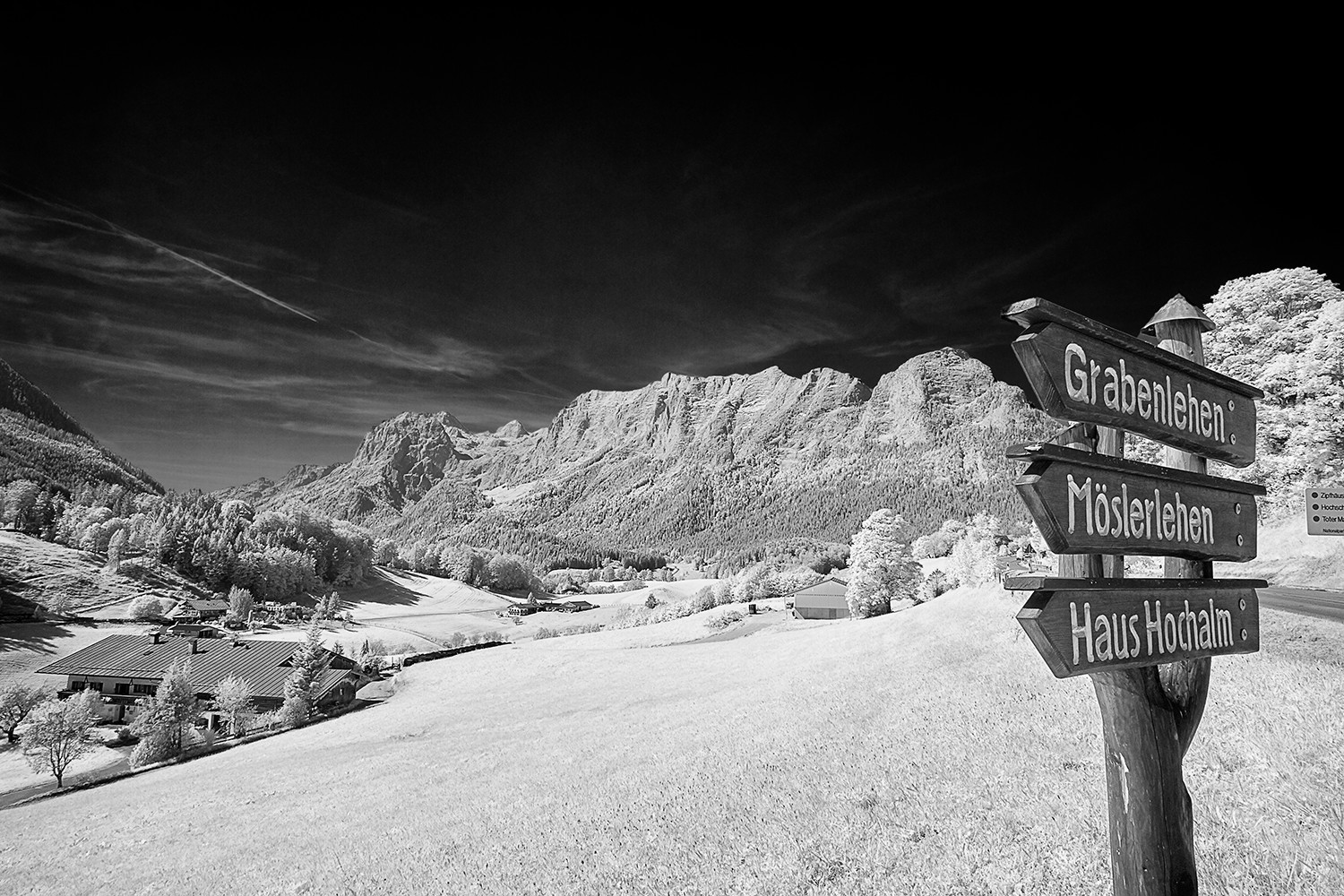 mountain-signpost-3265